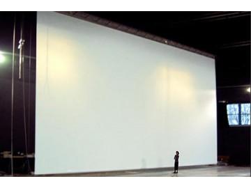 Моторизованные экраны шириной до 18 м